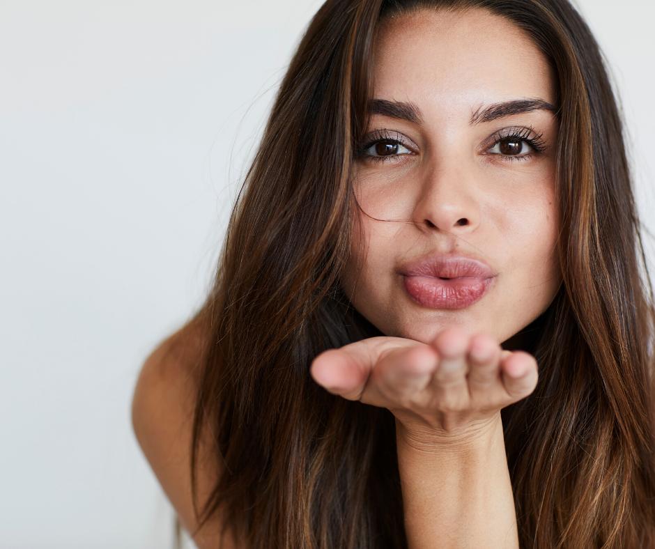 Kilincsek? Tüsszentés? Csók? Hogy kaphatod el a koronavírust?